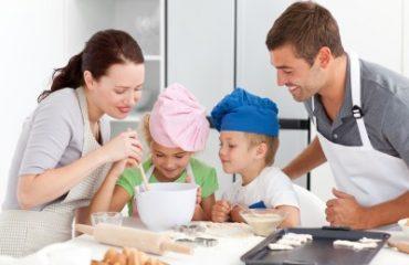 ถ้าพูดถึงบ้านแล้ว นอกจากห้องนอน ห้องรับแขก ห้องอีกห้องที่สำคัญมากๆ ก็คงจะต้องเป็นห้องครัว อย่าลืมว่า ในหนึ่งวันบางครั้งเราก็เดินเข้าห้องครัวกันมากกว่า 3-4 ครั้งด้วยกัน นั้นก็ต้องแปลว่าห้องครัวเราต้องมีส่วนที่ดึงดูดใจไม่น้อยกันเลยเราถึงจะได้เดินเข้าไปบ่อย ๆ และสำหรับบางคนที่ชอบทำอาหารการกิน หรือชอบทำขนมของกินเล่นก็จะต้องหาชุดเครื่องครัวที่สวยงามและเข้ากับครัวกันด้วยแล้วแบบไหนละ ที่จะเข้ากับชุดห้องครัวของเรา เราจะเริ่มจากตรงไหนกันดีถ้าคุณคิดไม่ออกมาหาเรา เราจะช่วยแนะนำให้ แล้วการเลือกเครื่องครัวที่สวยงามก็จะเป็นของคุณ